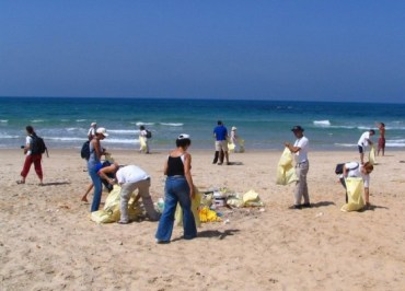 Israel's Beach Season Opens With Litterbugs