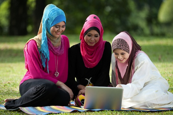 muslim women hijab apple computer
