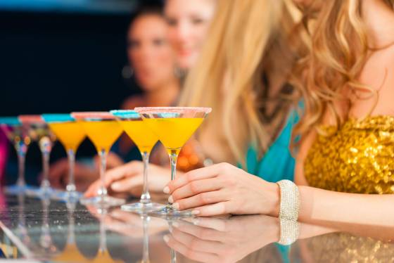 image-drinks-at-bar