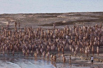 naked-dead-sea-spencer-tunick