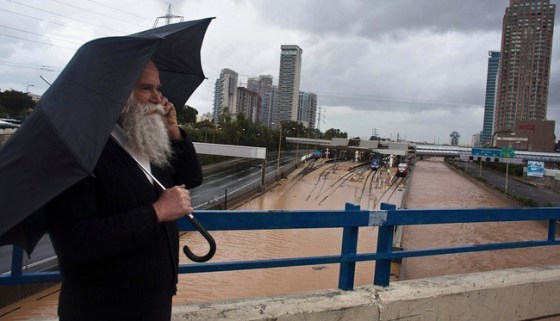 tel aviv flood train 2013 rain storm
