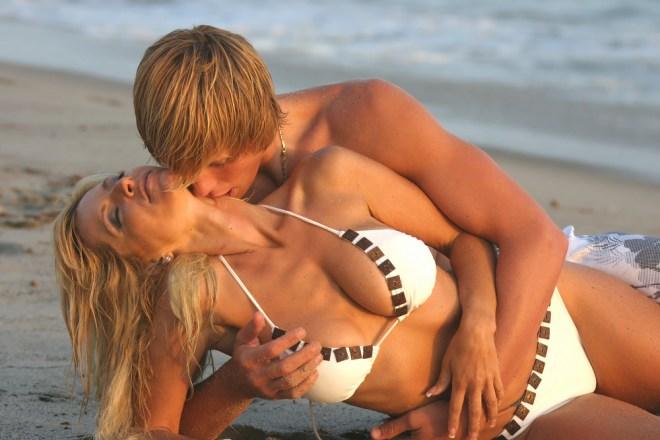 No Kissing in Dubai