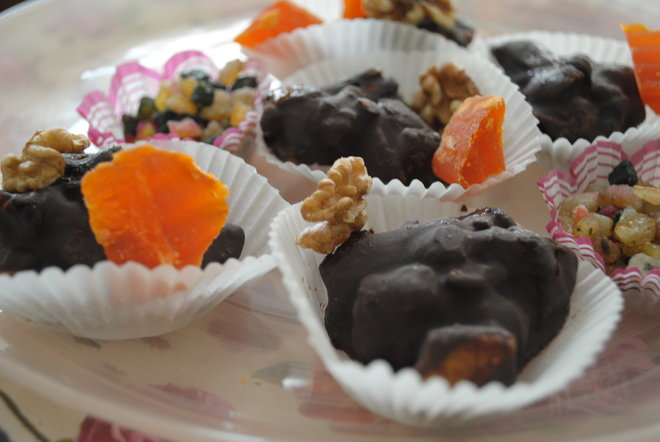 DIY chocolate fruit-nut clusters for Purim baskets