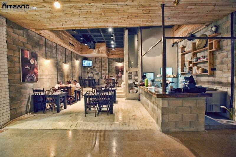 Israeli Humus Bar promotes peace, one falafel at a time