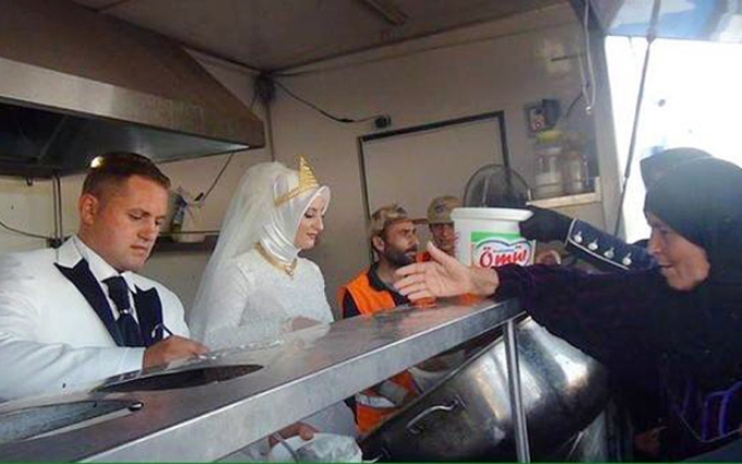 Turkish couple invited 4,000 Syrian refugees to their wedding feast!