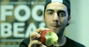 The Right Way to Eat an Apple (video)
