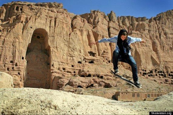 skateistan-girls-skateboard-afghanistan