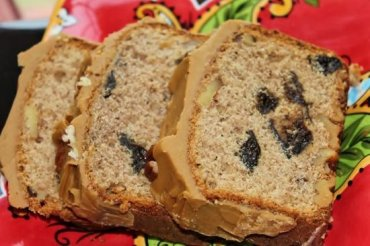 Spicy Iraqi prune cake recipe