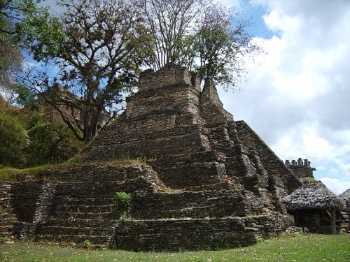 Maya pyramid at the site of Tonina, Chiapas, Mexico Photo by Simon Burchell - The Pyramids of America – Greetings from the Past