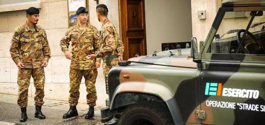 """ansa - esercito roma - Anche durante il periodo delle festività Natalizie l'Esercito è presente con oltre 4100 militari impegnati su tutto il Territorio Nazionale nell'ambito dell'Operazione """"Strade Sicure"""". Nel corso del 2014, sono state controllate/identificate 146.000 persone e 34.000 veicoli, e sono state sequestrate 56 armi e 633 auto/moto quasi 8 chili di sostanze stupefacenti e 9500 articoli contraffatti. Roma, 26 dicembre 2014. ANSA/ UFFICIO STAMPA ESERCITO   +++ ANSA PROVIDES ACCESS TO THIS HANDOUT PHOTO TO BE USED SOLELY TO ILLUSTRATE NEWS REPORTING OR COMMENTARY ON THE FACTS OR EVENTS DEPICTED IN THIS IMAGE; NO ARCHIVING; NO LICENSING +++"""