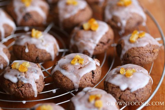 Christmas spice cookies with lemon glaze