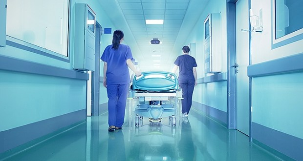 bolnica-hodnici-krevet
