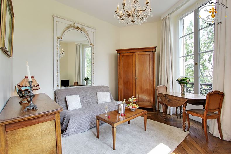6 Paris Ile Saint Louis Living Room Short Term Rental Apartment