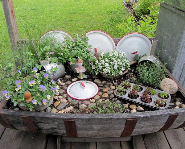 Riciclare oggetti da cucina per decorare il giardino 14 for Oggetti decorativi per cucina