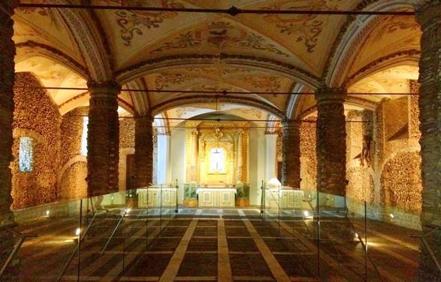 La capilla de los huesos (Portugal)