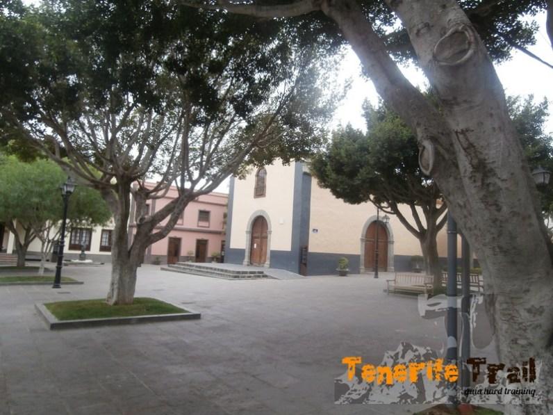 Plaza de Arona (inicio de señalización senderos)