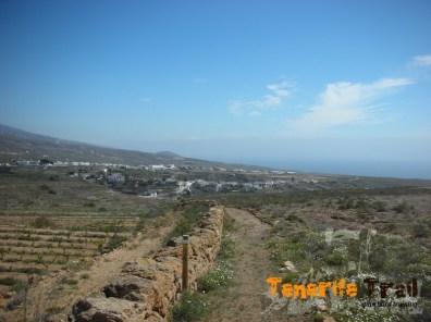 Al fondo Villa de Arico