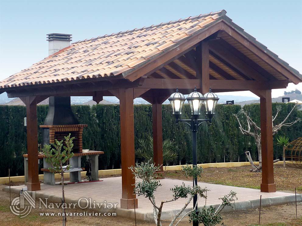 Cenador a 2 aguas, construido en vigas de madera laminada tratada