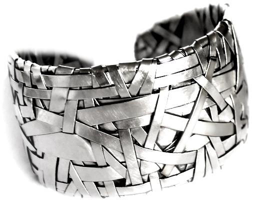 cuff handcrafted in silver by jewellery artist gurgel-segrillo