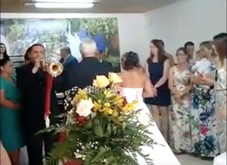 Schlechtester Hochzeit-Trompeter