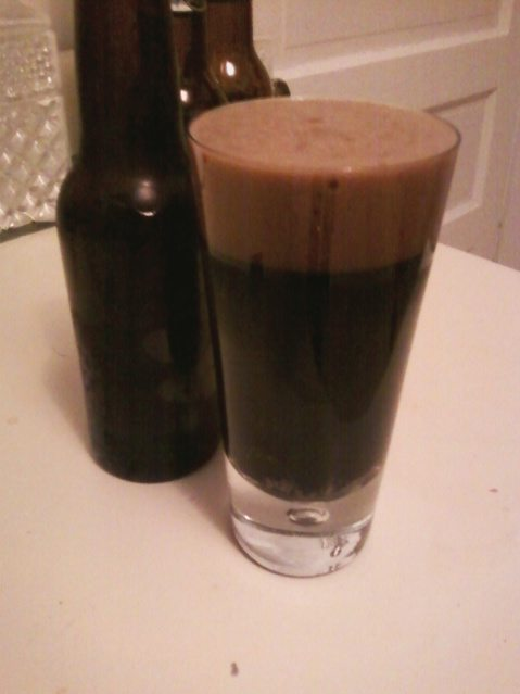 This is not a picture of the Sarsaparilla Six. It's a crappy cellphone picture of the Too Cream Stout but they look pretty much exactly the same.