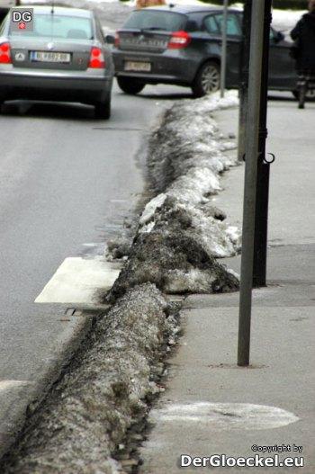 Zutritt auf den Schutzweg vor dem Rathaus