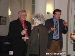 Obmann Karl Kindl mit Besuchern im Gespräch