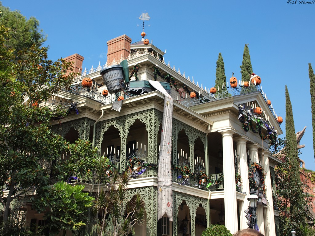 Viewing gallery for halloween haunted house decorations