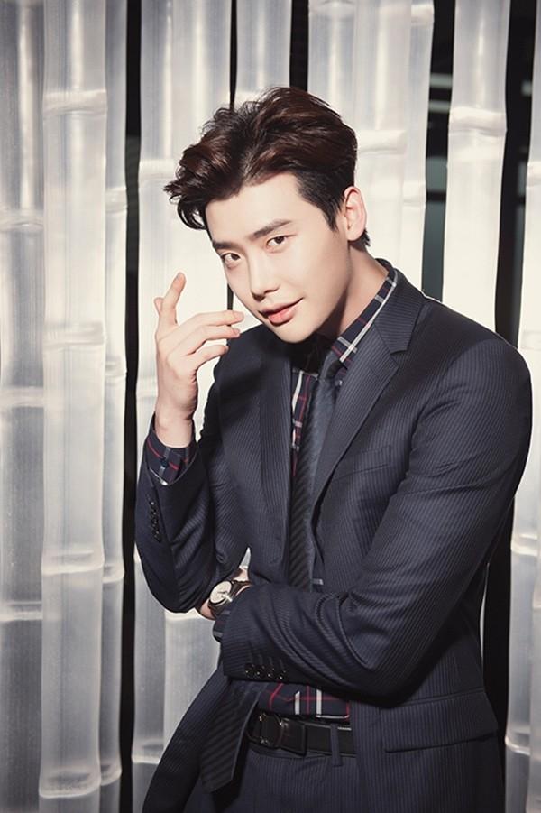 Boy Hairstyle Hd Wallpaper Song Joong Ki Vs Lee Jong Suk Your Favourite Suit Styles