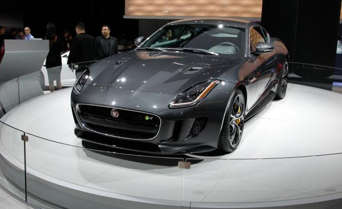 2016-jaguar-f-type-r-coupe-awd-photo-649935-s-986x603