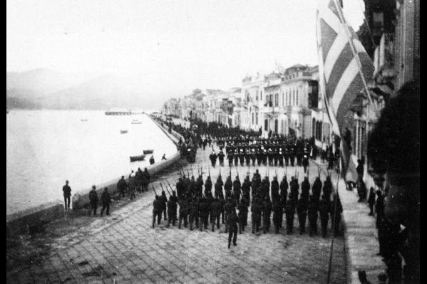 Παρέλαση στη Σμύρνη για εθνική εορτή (1920)