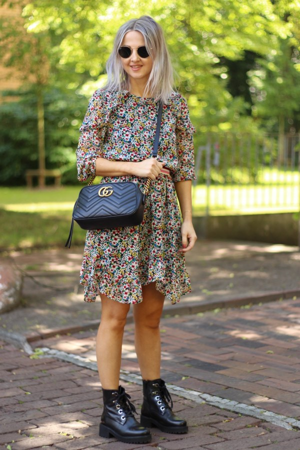 Juicy Couture Kleid, Gucci Marmont Tasche, Ray Ban Sonnenbrille