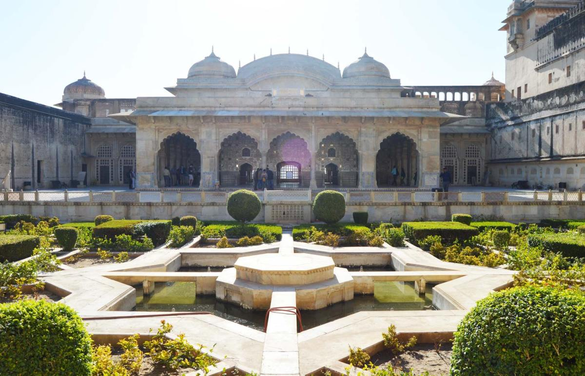 The view across the courtyard to the Hall of Mirrors.