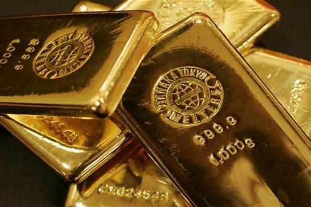 Emas global turun harga emas Antam malah naik