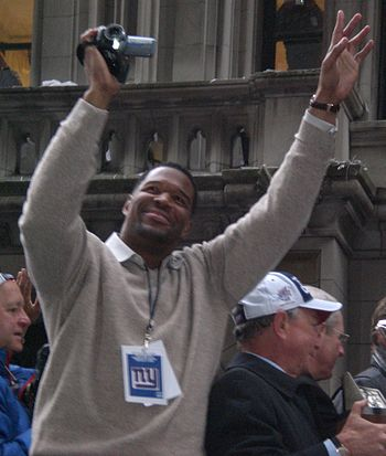 English: Michael Strahan during a post superbo...