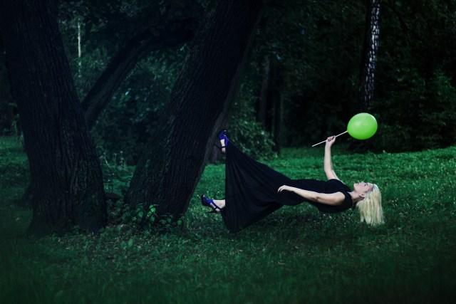 levitation-1333635_1920