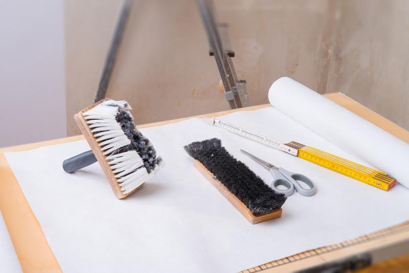 Decke tapezieren » Anleitung in 5 Schritten » so wirdu0027s gemacht! - decke tapezieren