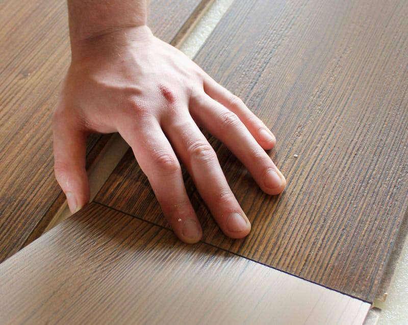Laminat fachgerecht auf Fliesen verlegen » Schritt für Schritt - laminatboden verlegen