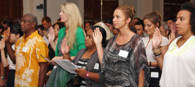 The incoming 2014 law school students taking the William S. Richardson School of Law student pledge in the Supreme Court building.