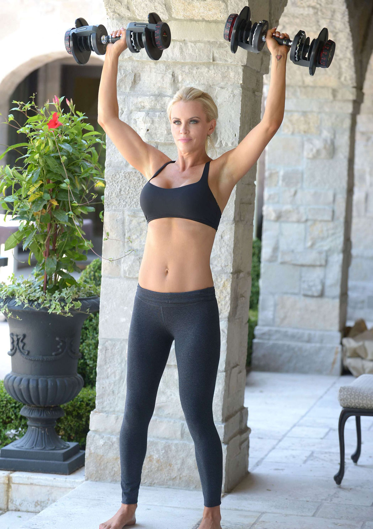 Fitness Girl Wallpaper Hd Jenny Mccarthy In Tights Exercising At Her Home In Chicago