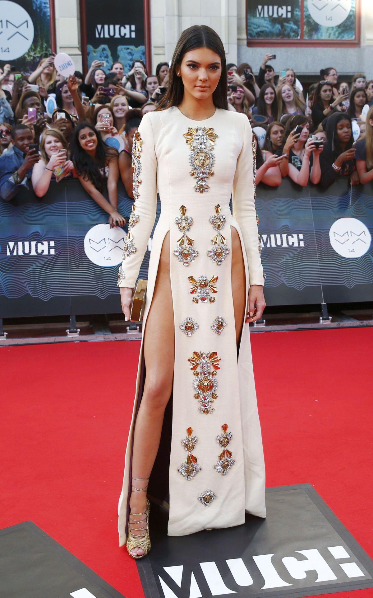 Kendall Jenner Tanpa Pakaian Dalam Di Karpet Merah Ri Cyber - 1200 x 1921 jpeg 289kB