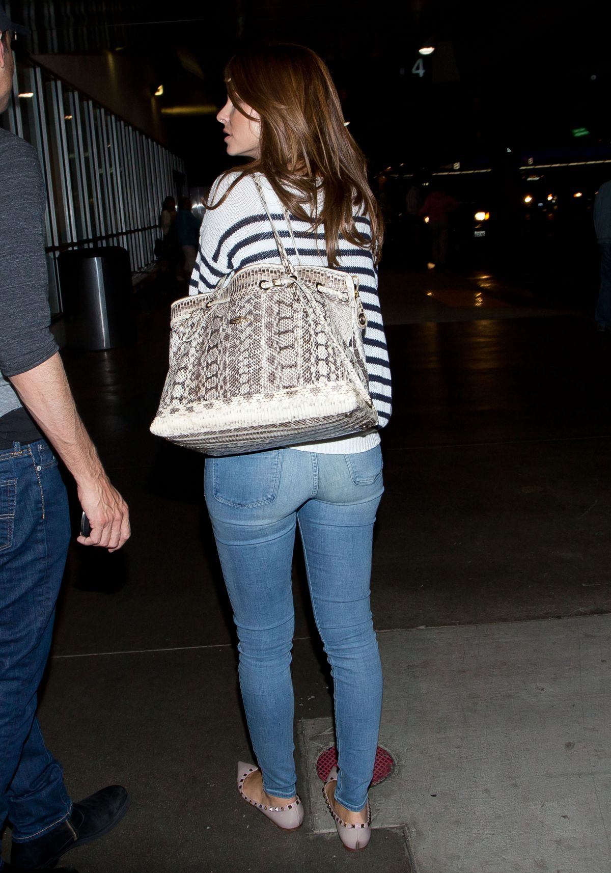 Aas Girl Wallpaper Maria Menounos In Jeans At Lax Airport Hawtcelebs