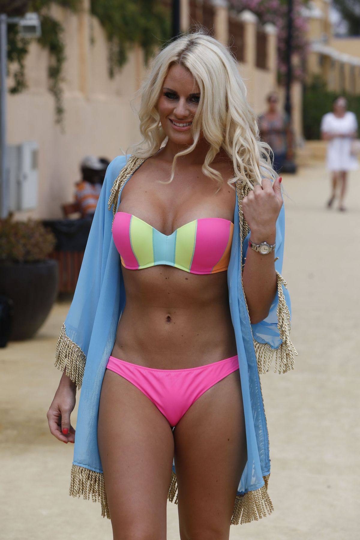 Cute Wallpapers For Teen Girls Towie Girls In Bikinis At A Beach In Marbella Hawtcelebs