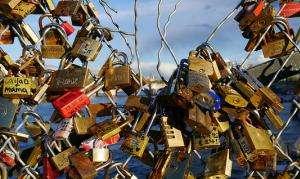 Thành cầu Pont des Arts, Paris, chằng chịt những ổ khóa  - Groume /Flick'r