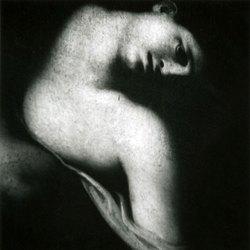 Gaetan Viaris – La mort de Procis, d'après « anonyme bolognais ». Musée de Tours. 100×100 cm. Tirage baryté.