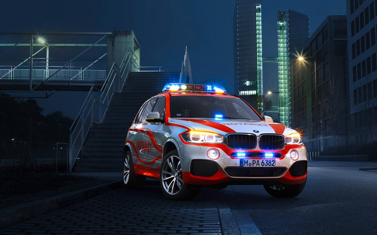 Lincoln Town Car 2015 Wallpapers Bmw X3 Paramedic Vehicle Wallpaper Hd Car Wallpapers