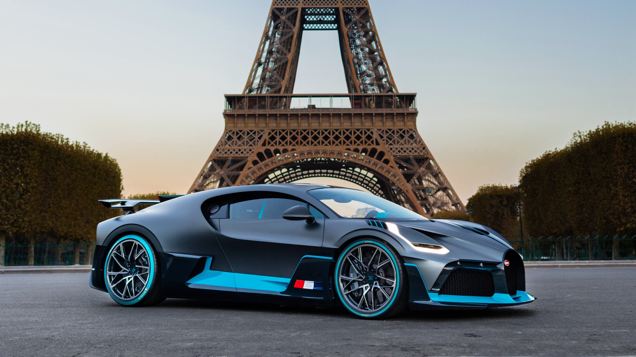 Police Car 4k Wallpaper Bugatti Divo In Paris Wallpaper Hd Car Wallpapers Id