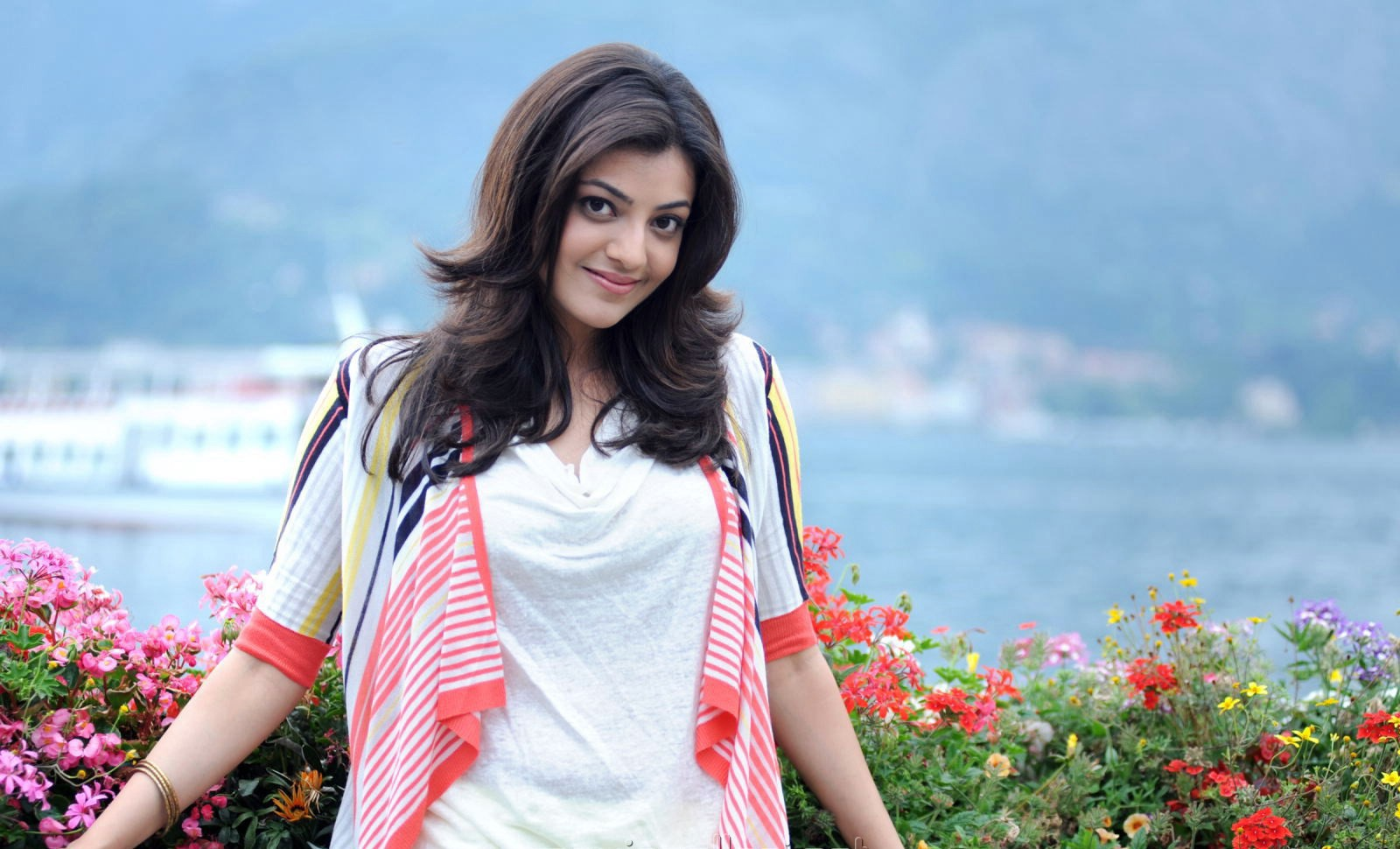 Guitar Wallpaper For Facebook Profile Girl Kajal Agarwal Wallpapers Pictures Images