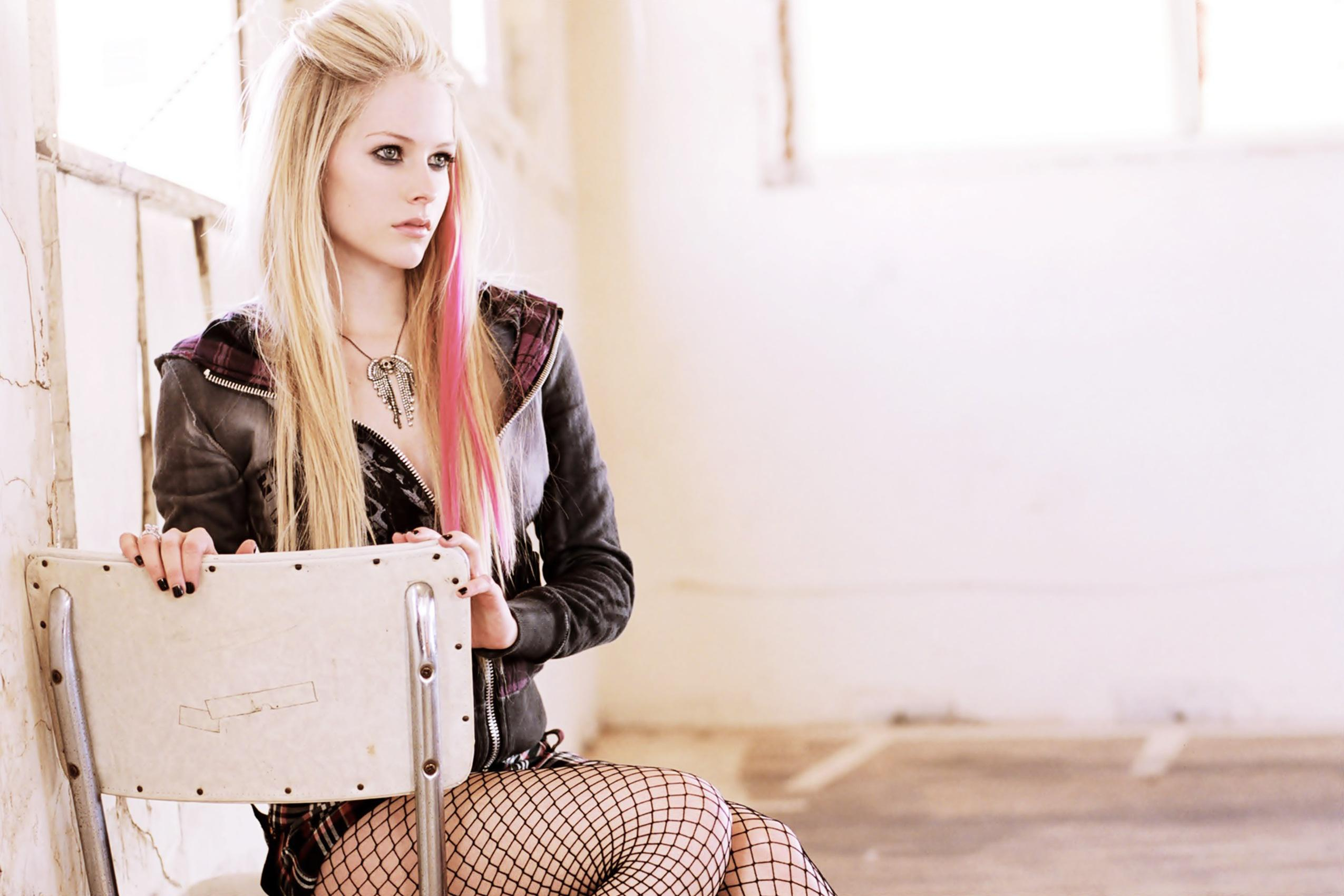 Most Beautiful Iphone Wallpapers Avril Lavigne Wallpapers Pictures Images