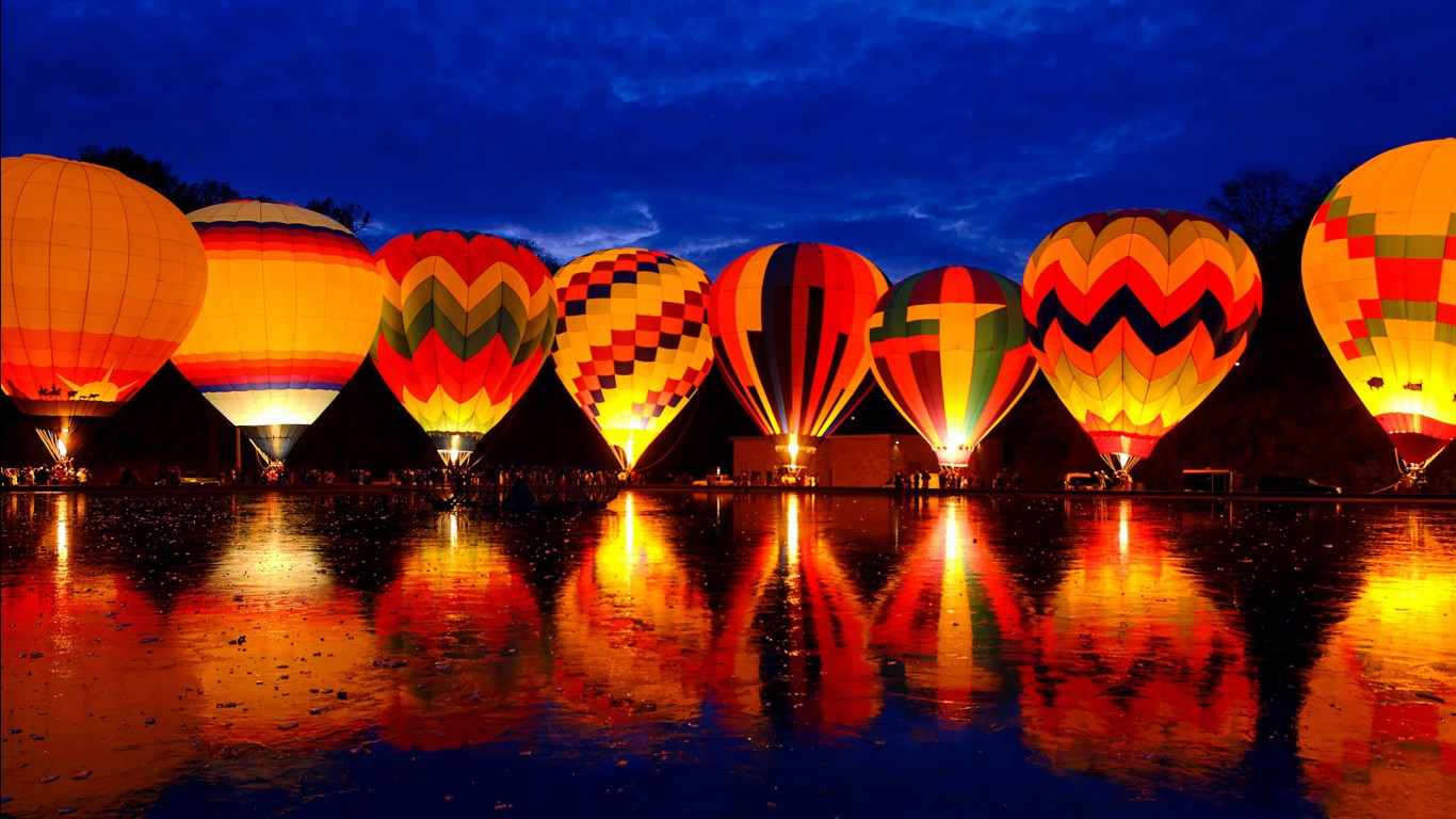 Cute Ganesha Hd Wallpaper Balluminaria Hot Air Balloon Glow Festival Wallpapers Hd